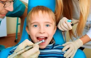 Кариес молочных зубов: причины, симптомы, лечение и профилактика
